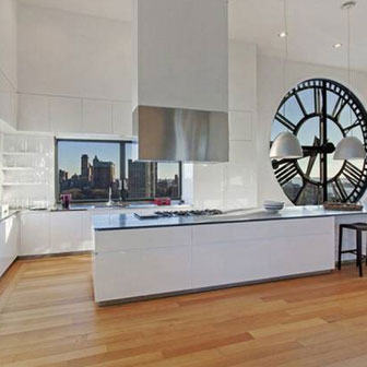 Un orologio da parete per rendere più bella la cucina